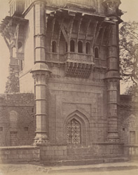 Close view of lower half of front façade of the Mehtar Mahal, Bijapur.